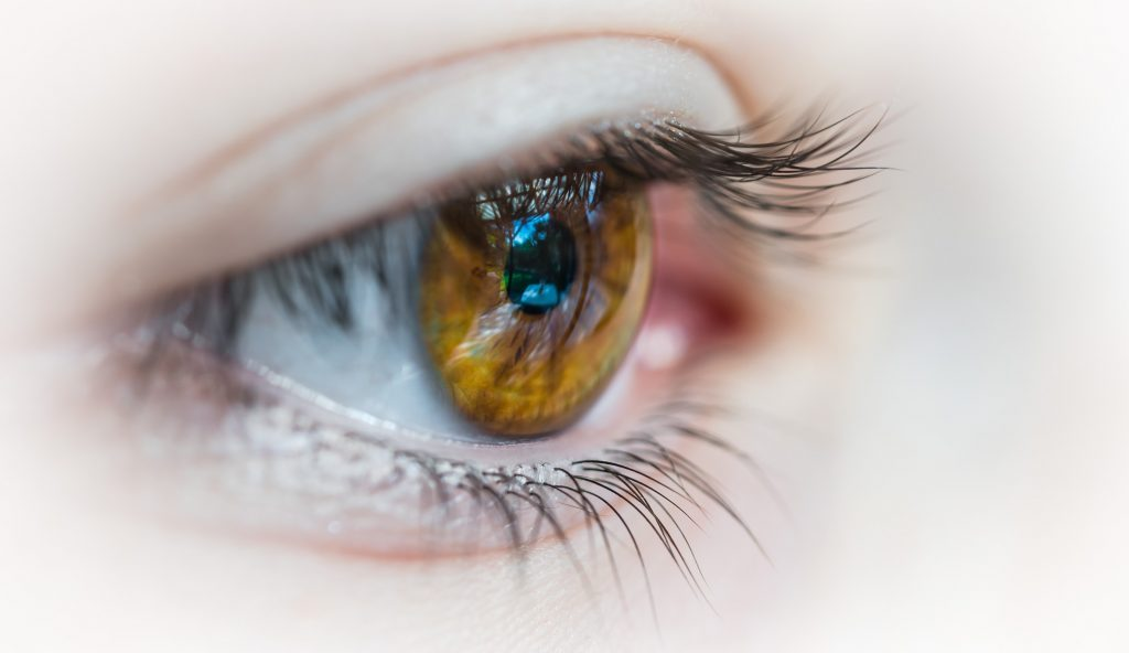 Treating swollen eyes